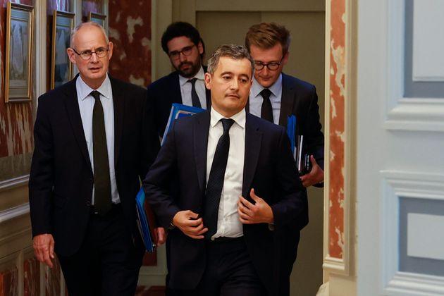 Gerald Darmanin (ao centro), é novo ministro do Interior da