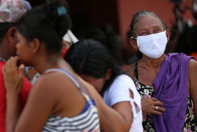 Familiares de presos em Puraquequara (AM) em maio, mês mais crítico da epidemia no