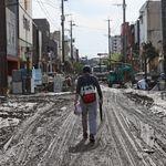 九州や岐阜、長野を襲った豪雨。街は泥や濁流に飲まれ、瓦礫の山ができている(画像)