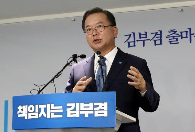 김부겸 전 의원이 더불어민주당 대표 출마를 공식 발표하는 기자회견을 열었다.
