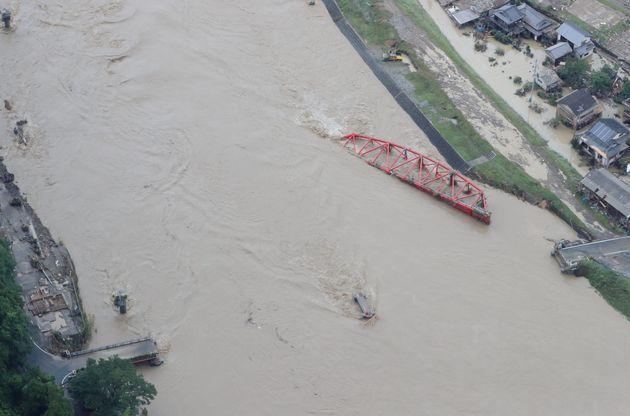 大雨の影響で流された橋=4日午後、熊本県球磨村
