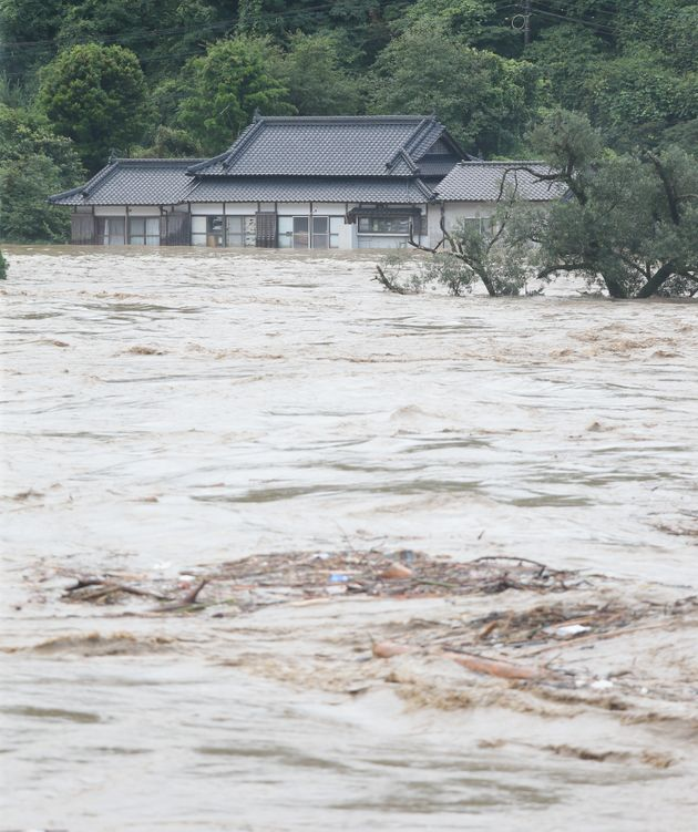 増水した球磨川=4日午前、熊本県八代市