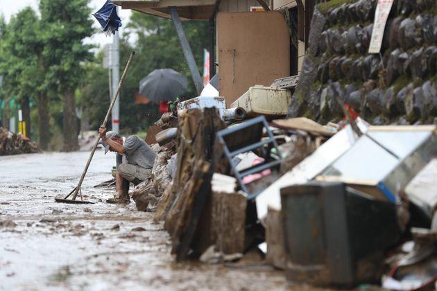 大雨による浸水被害で出た瓦礫(がれき)=5日午後、熊本県人吉市