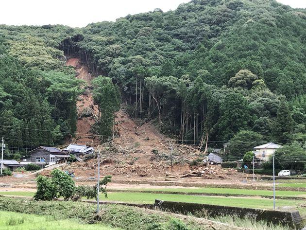 3人が犠牲となった土砂崩れ現場=6日午後、熊本県芦北町