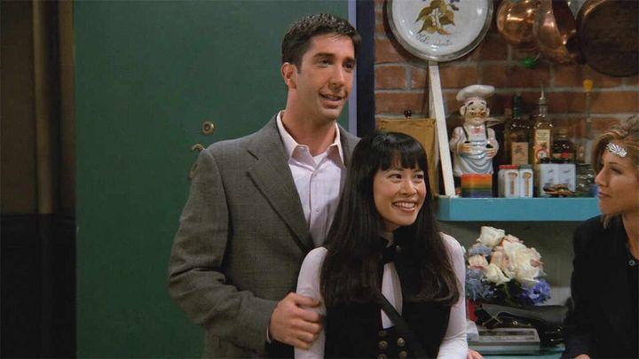 David Schwimmer yLauren Tom, en la segunda temporada de 'Friends'.