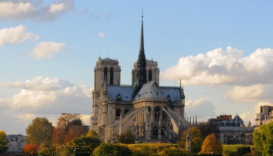 Bachelot évoque une flèche de Notre-Dame reconstruite à