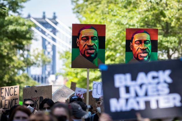 조지 플로이드의 사망은 미국 등에서 '블랙 라이브스 매터' 시위를 촉발시켰다. 진압에 나섰던 경찰관의 보디캠 영상이 법정에