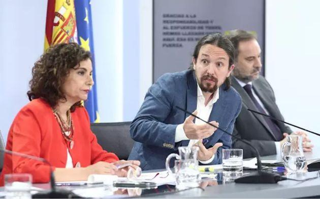 La ministra portavoz y de Hacienda, María Jesús Montero; el vicepresidente y ministro de Derechos Sociales...