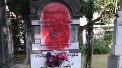 Arrojan pintura roja contra el panteón donde reposan las cenizas de Fernando