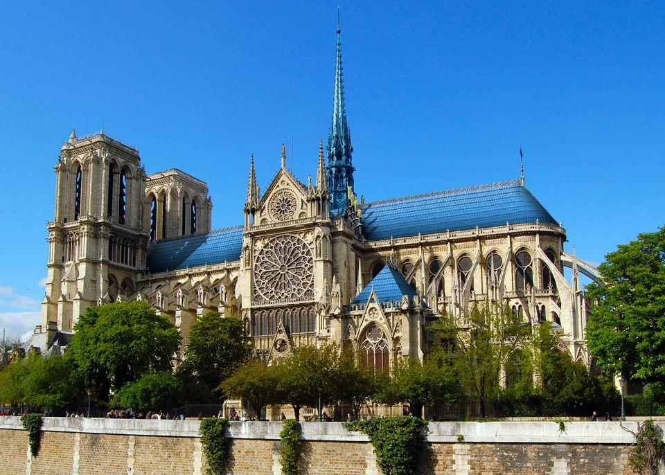Le Studio Drift a imaginé pour Notre-Dame un toit de tuiles fabriquées à partir de plastique récupéré...