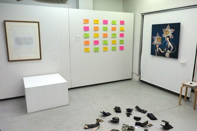 開場前に報道陣に公開された際の「盗めるアート展」の展示作品の一部(7月9日夕方撮影)