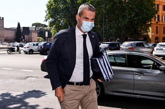 L' amministratore delegato di Autostrade per l'Italia Spa (Aspi), Roberto Tomasi, con il volto coperto...