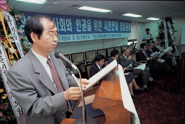 참여연대 창립총회에 참석해 연설하는 박원순 당시 변호사. 1994. 9.