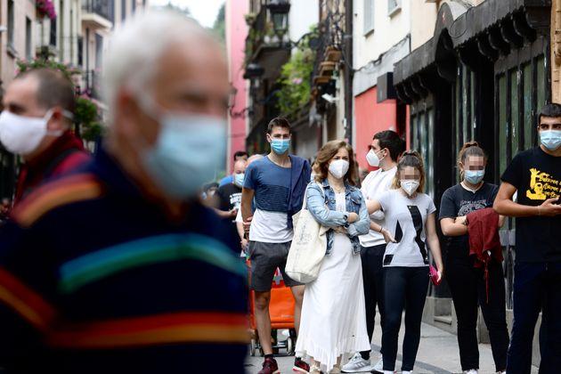 Vecinos de Ordizia, municipio donde hay activo uno de los focos por coronavirus del País Vasco,...