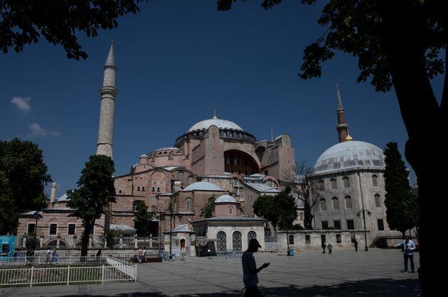Santa Sofia torna moschea. Sentenza storica in Turchia, trionfo per
