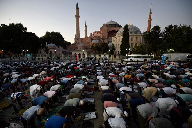 Μουσουλμάνοι έξω από...