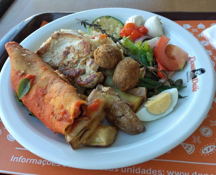 Minha primeira refeição em restaurante por quilo após relaxamento de regras em São Paulo.