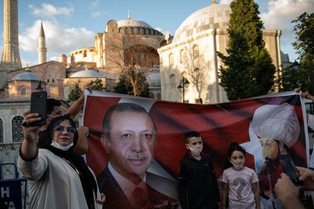 H κίνηση Ερντογάν aπευθύνεται...
