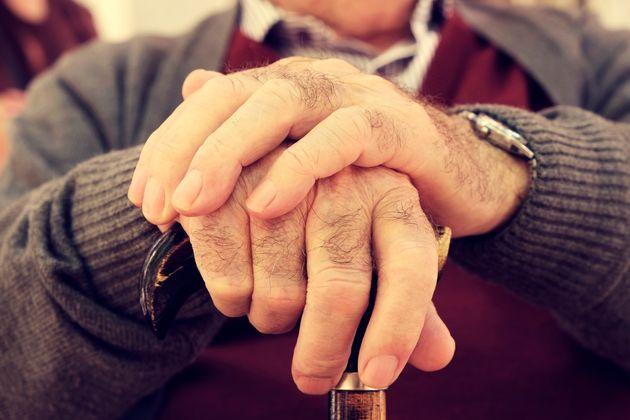 Un paciente de 93 años triunfa con su reacción a la pregunta de su médico: