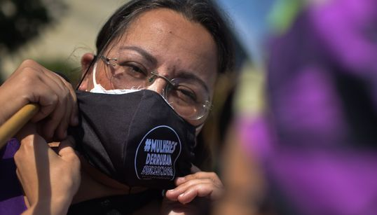 Sobrecarga doméstica na pandemia pode dificultar a eleição de mulheres em