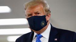 Trump si arrende e indossa (per la prima volta) la mascherina in