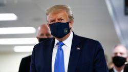 Donald Trump porte le masque pour la première fois en