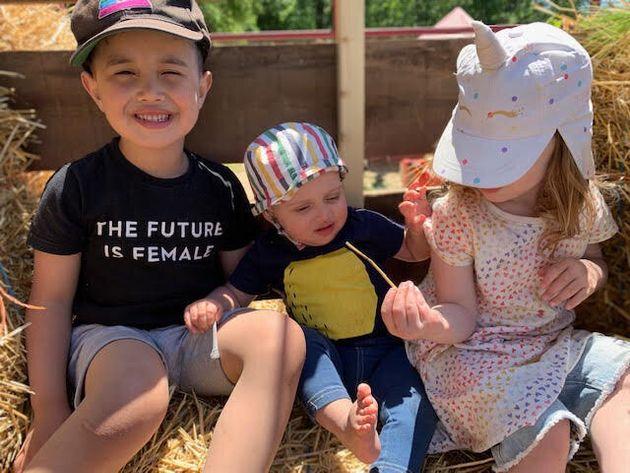 Os três filhos de Megan e Katie