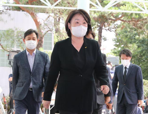 심상정 정의당 대표가 10일 오후 서울 종로구 서울대병원 장례식장에 마련된 故 박원순 서울시장 빈소로 들어서고