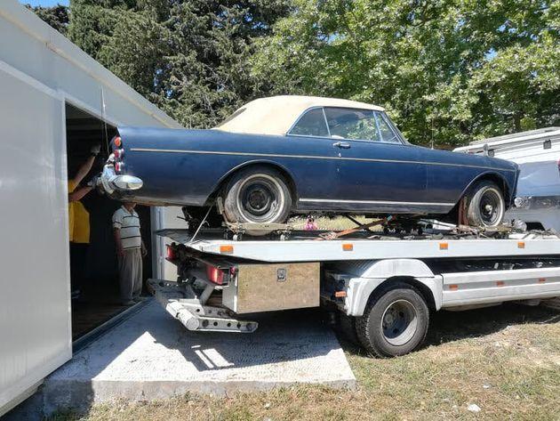 Τα πολυτελή αυτοκίνητα της τέως βασιλικής οικογένειας «βλέπουν» ξανά το