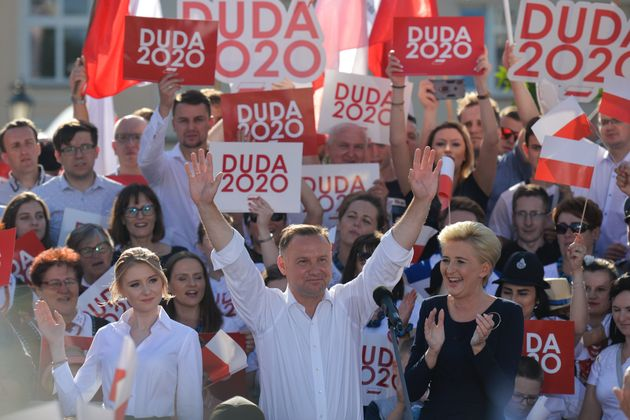 Decimali sovranisti. Andrej Duda trionfa alle presidenziali in Polonia per un pugno di