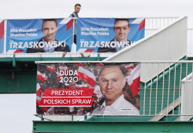 Le président ultraconservateur sortant Andrzej Duda, qui a notamment promis d'inscrire dans...