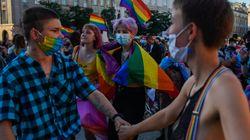 Ativistas temem discriminação com reeleição de presidente com agenda 'anti-LGBT' na