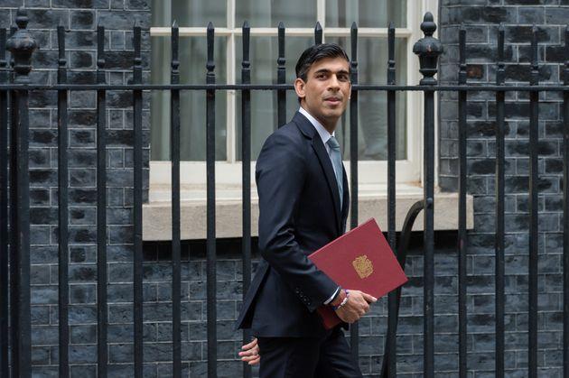 O ministro das Finanças britânico, Rishi Sunak, anunciou medidas econômicas para acelerar...