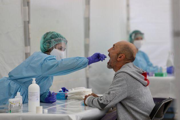 El serio aviso de un prestigioso médico chino: el virus ha mutado y puede contagiar