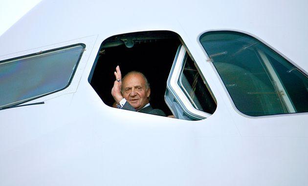 Juan Carlos I, en un avión en Tolouse durante una visita oficial a Francia en