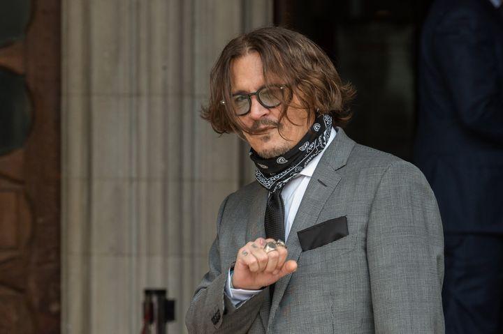 Ο Τζόντι Ντεπ προσέρχεται στο Ανώτατο Δικαστήριο του Λονδίνου όπου εκδικάζεται η πολύκροτη υπόθεση της αγωγής του κατά της εφημερίδας Sun.
