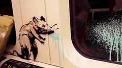 """La metro di Londra """"invasa"""" dai topi irrispettosi di Banksy"""