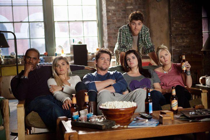 "Damon Wayans Jr.,Eliza Coupe,Zachary Knighton, Casey Wilson, Adam Pally and Elisha Cuthbert in ""Happy Endings."""