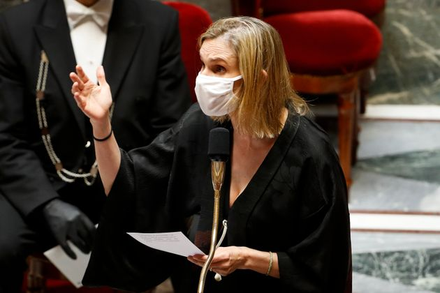 Γαλλία: Απίθανη αντίδραση υπουργού που ξέχασε να φορέσει την μάσκα