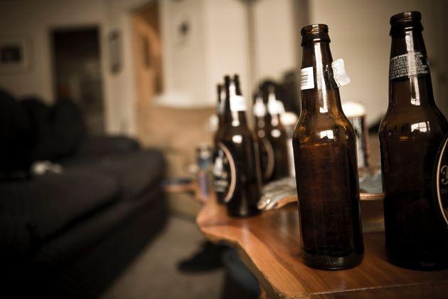 缶ビール→自作ハイボール→4Lの焼酎へ…。コロナ禍でアルコール依存症予備軍となった私は減酒を決めた