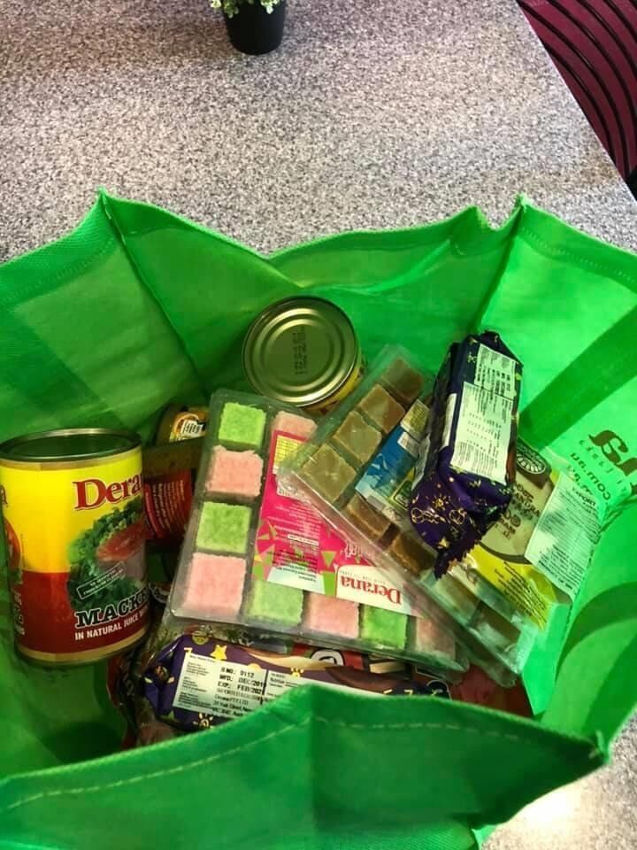 Pathum Thilakasiri & Friends in Melbourne have delivered food to Sri Lankan international students like Ransara during the COVID-19 pandemic