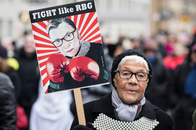 (자료사진) '여성행진(Women's March)'에 등장한 루스 베이더 긴즈버그(RBG) 피켓. 뉴욕, 미국. 2020년