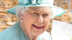 La Regina Elisabetta produce il suo gin (per risanare i conti di Buckingham