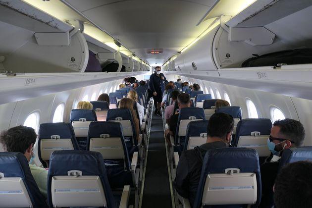 Μασκοφόροι επιβάτες...
