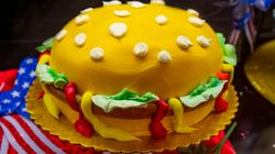 Τα πιο απίθανα αντικείμενα μεταμορφώνονται σε τούρτες - Νέα τάση