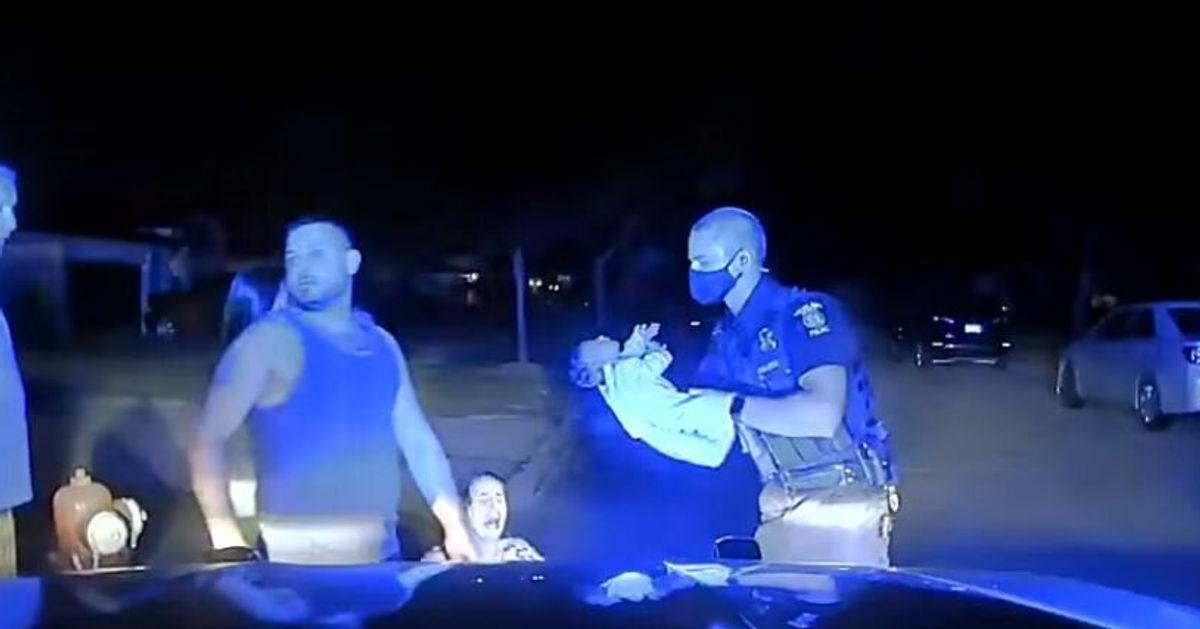Ce policier a sauvé un bébé en arrêt respiratoire avec un calme impressionnant