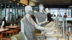 Des mannequins pour faire respecter la distance au restaurant