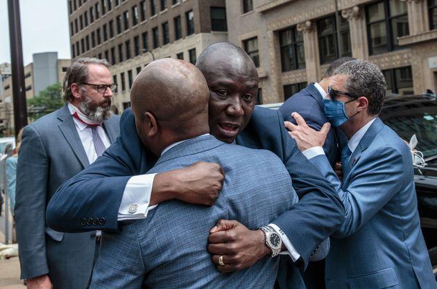 Η οικογένεια του Τζορτζ Φλόιντ κατέθεσε αγωγή κατά της Μινεάπολης και των τεσσάρων