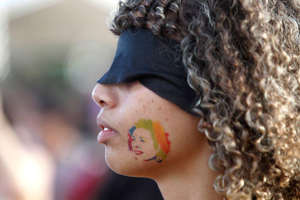 Jovem com a imagem da vereadora Marielle Franco, assassinada em 2018, participa de protesto no dia 8...