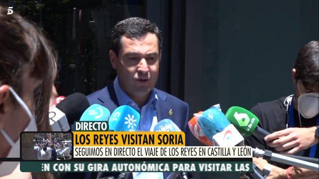 La intervención (sin mascarilla) de Juanma Moreno ante la
